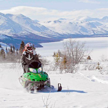 Mit dem Schneemobil im Yukon unterwegs