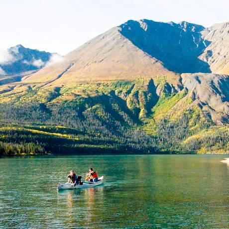 Kanufahren auf dem Kathleen Lake in Yukon, Canada