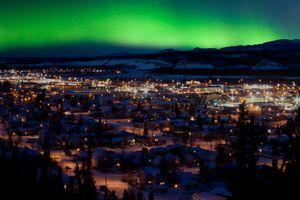 Polarlichter über Whitehorse, der Hauptstadt des Territoriums Yukon