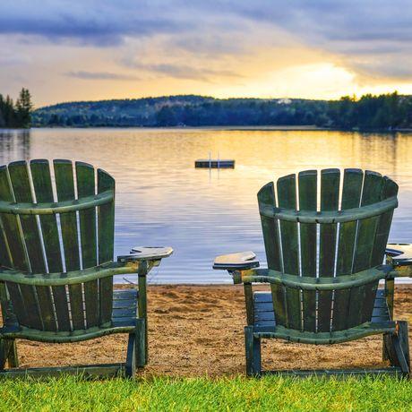 Zweider typischen Wooden Chairs