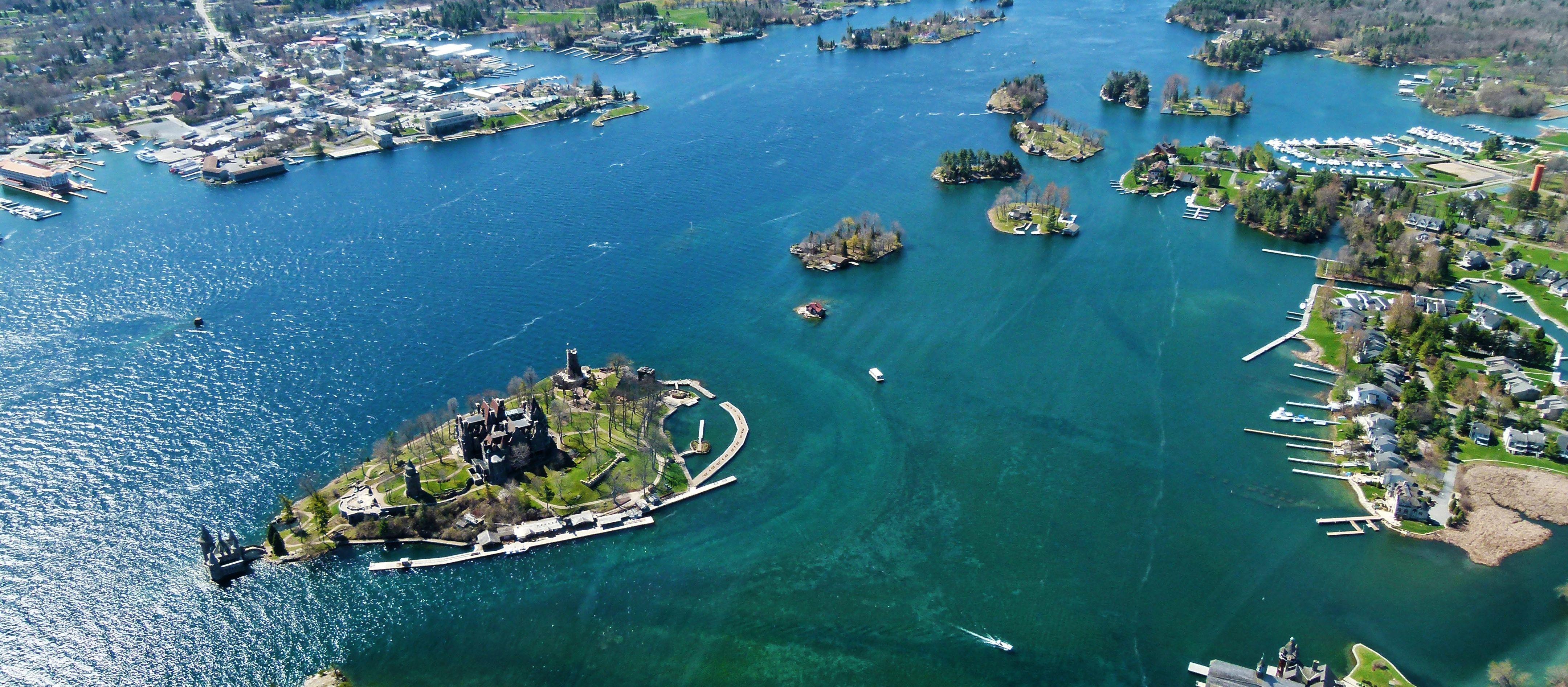 Sarina Keil macht einen Helicopter Rundflug über die 1000 Islands in Ontario