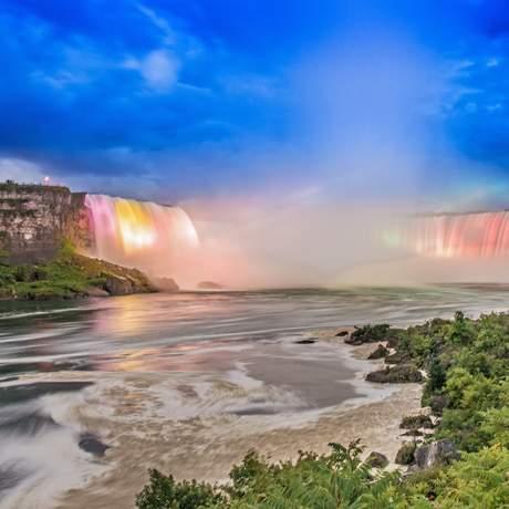 Lichterspiele an den Niagara-Faellen
