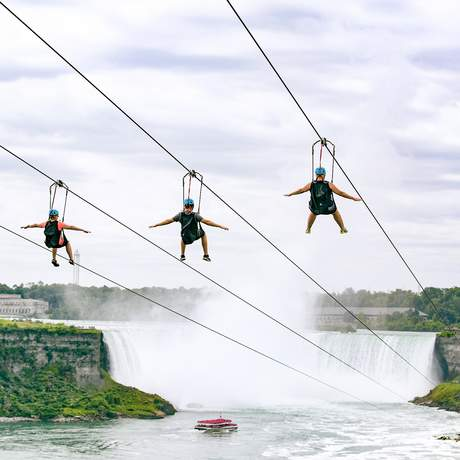 Ziplining an den Niagarafällen in Ontario, Kanada