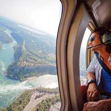 Flug ueber die Niagara-Faelle