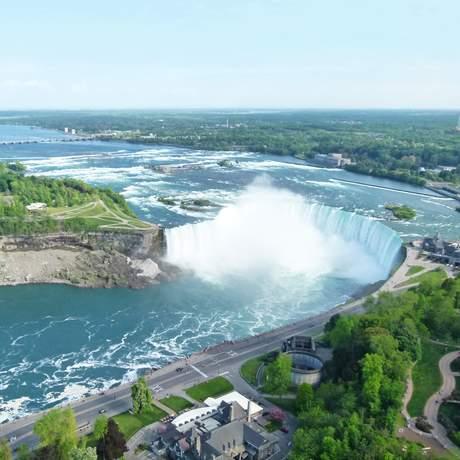 Aussicht vom Skylon Tower auf die Canadian Horseshoe Falls