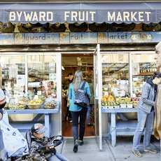 Ein begehbarer Obstladen am ByWard Market in Ottawa, Kanada