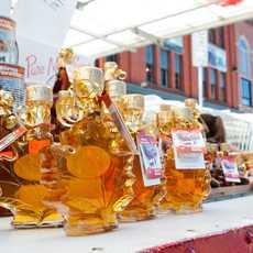 Goldfarbener Ahornsirup auf dem ByWard Market in Ottawa, Kanada