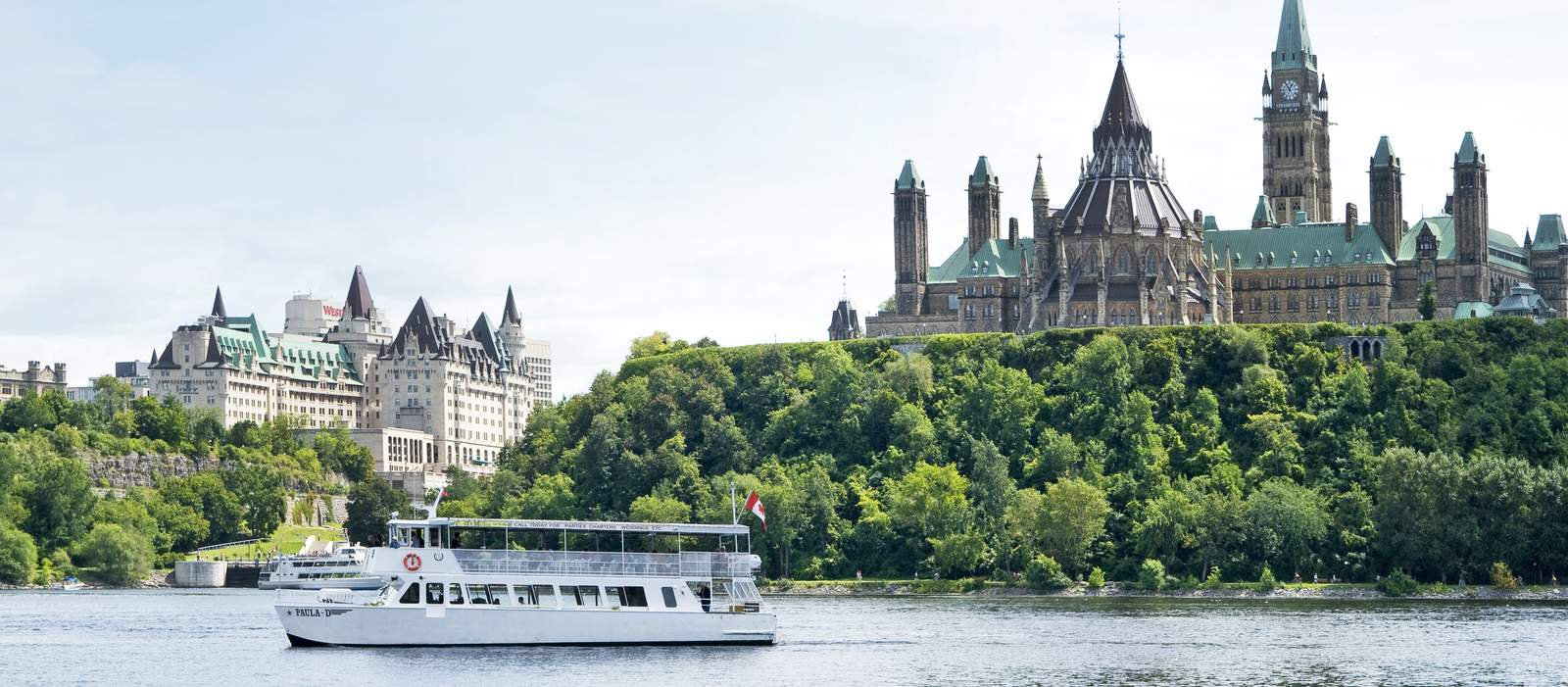 Ottawa River Boat Tour beim Parliament Hill in Ottawa, Ontario