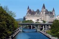 Der Rideau Canal, Fairmont Chateau Laurier in Ottawa