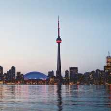 Der CN Tower bei Nacht in Toronto