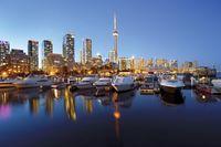Toronto mit Niagara-Fällen