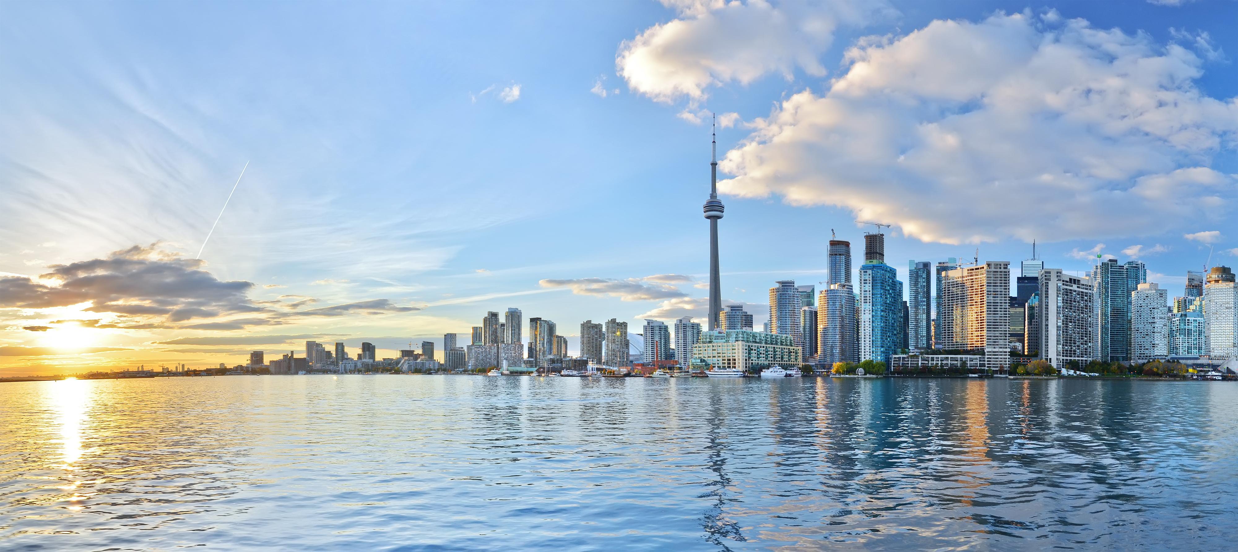 Die Skyline von Toronto im Licht vom Sonnenuntergang