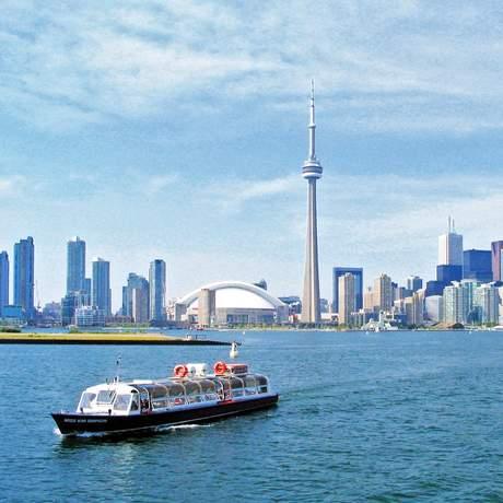 Skyline von Toronto mit Ausflugsboot
