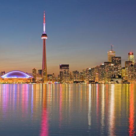 Illuminierte Skyline von Toronto