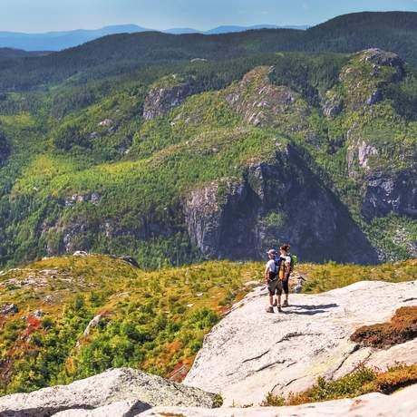 Den Ausblick genießen im Parc national de la Gaspésie