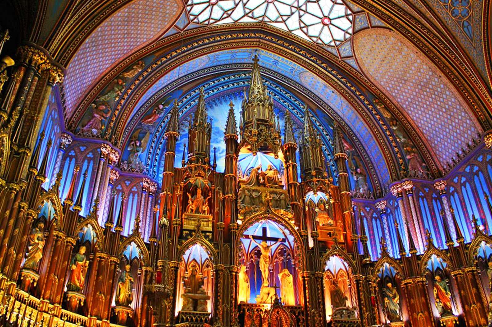 """Lichter-Show """"Aura"""" in der Notre-Dame Basilica"""