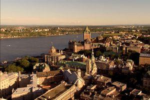 Sankt-Lorenz-Strom, Québec City bei der Dämmerung