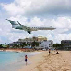 Landender Jet am Maho Strand, St. Marteen