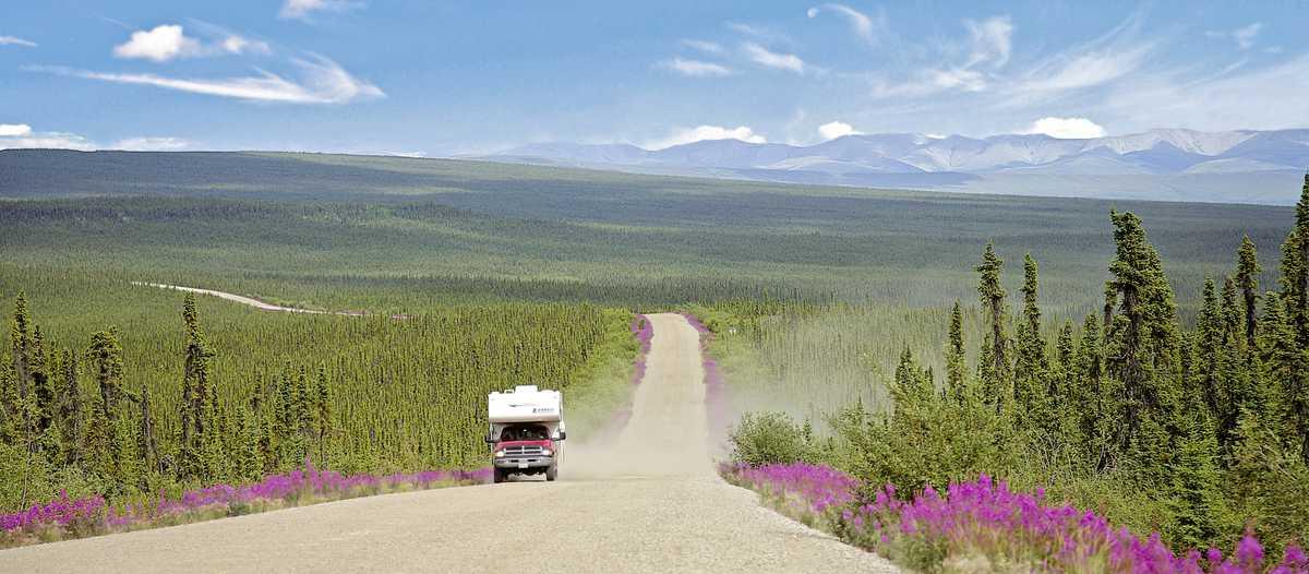Truck Camper auf dem Dempster Highway