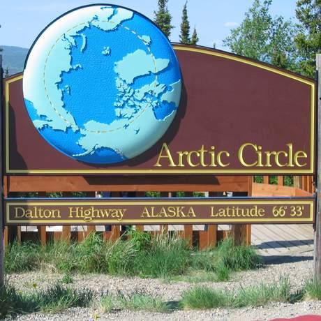Eingangsschild Arctic Circle in Alaska