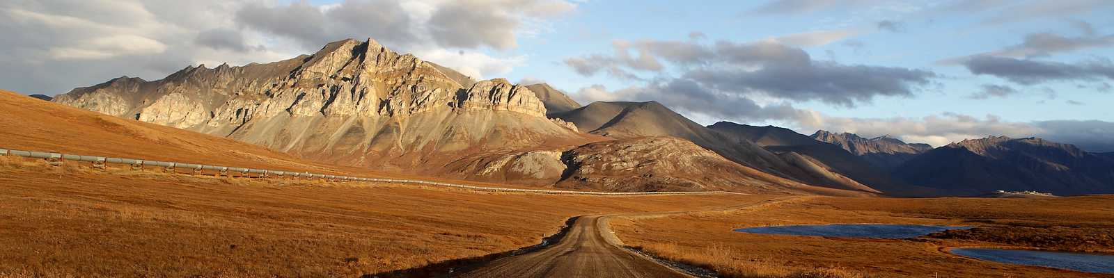 Der Dalton Highway in der Abendsonne
