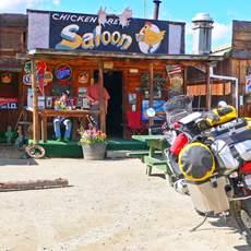 Motorrad vor chicken shop