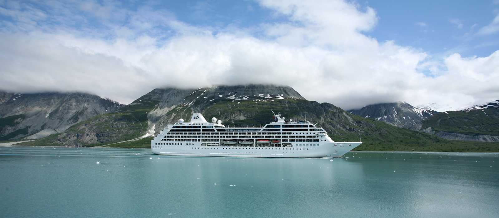 Glacier Bay, cruise ship