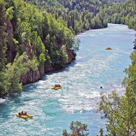 Boote im Kenai River Canyon