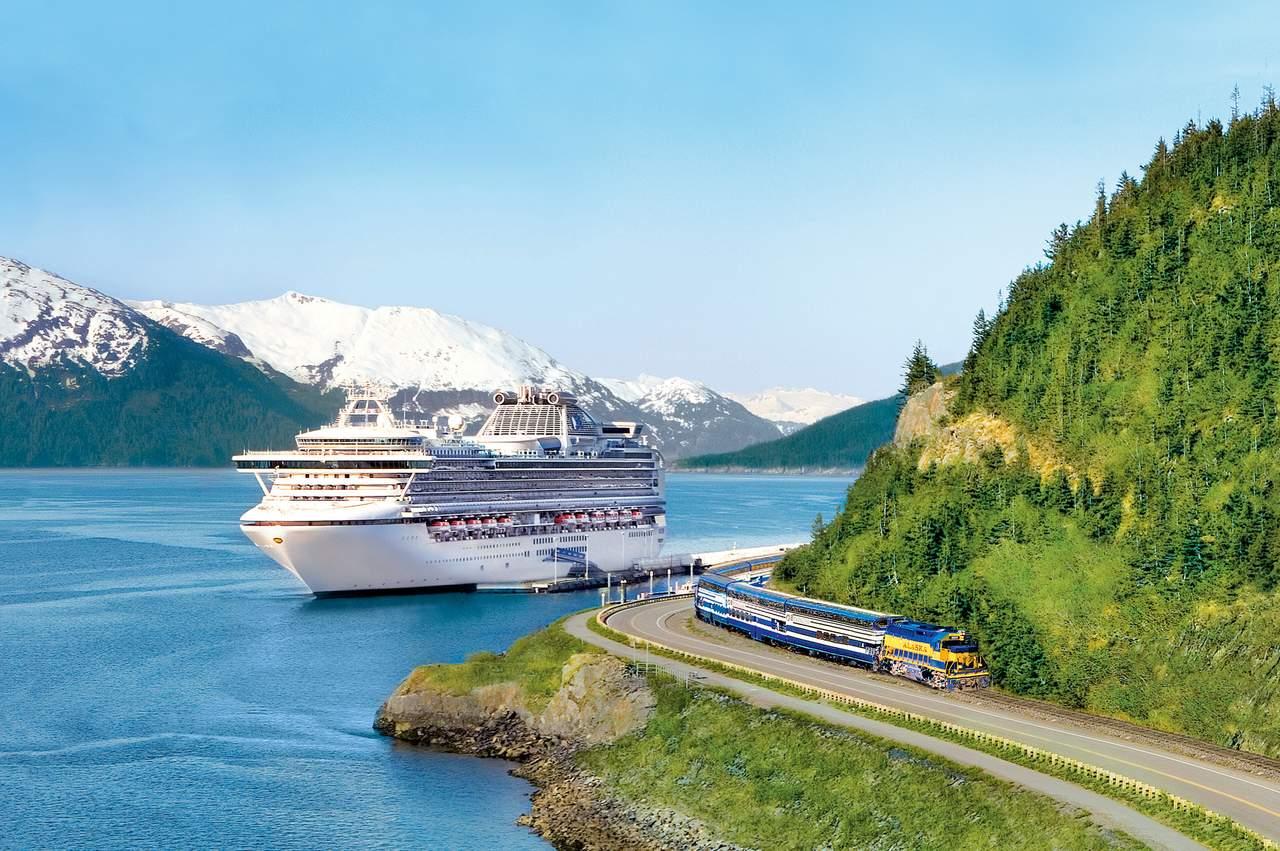 Denali Express Train und die Sapphire Princess, Whittier, Alaska