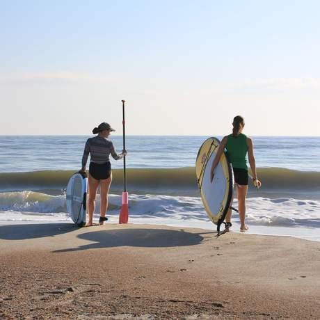 Surfen am Strand von Amelia Island