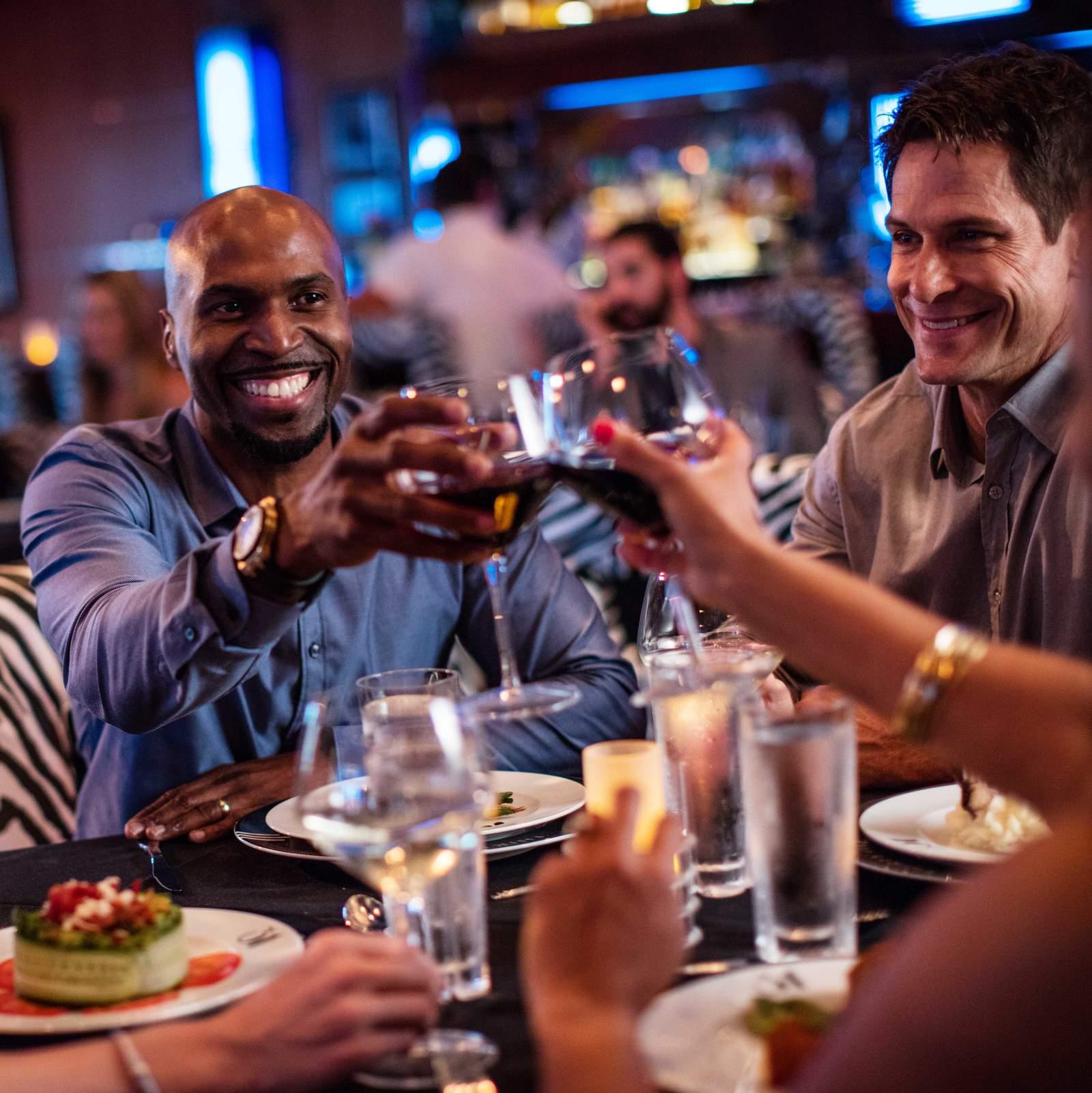 Freunde in einem Restaurant in Daytona Beach