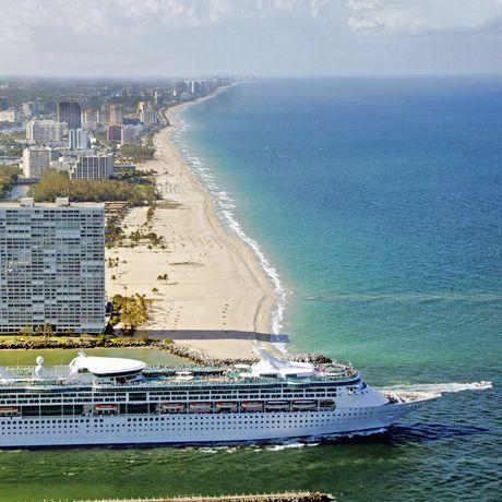 Enchantment of the Seas verlaesst den Hafen von Fort Lauderdale