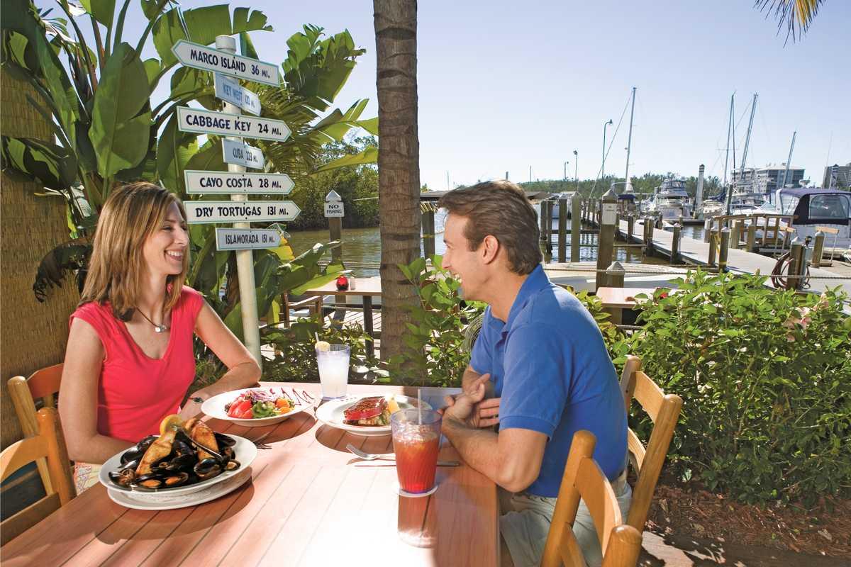 Eine Mahlzeit im Parrot Key Carribean Grill in Fort Myers