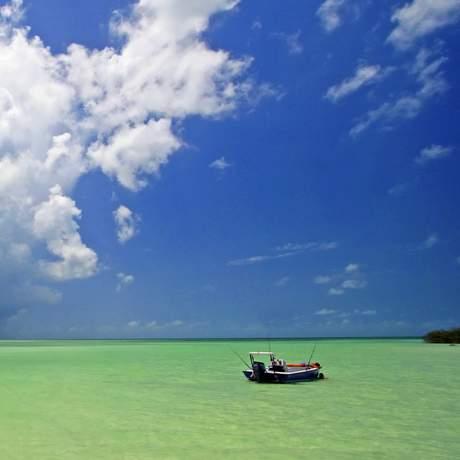 Boot im seichten Wasser