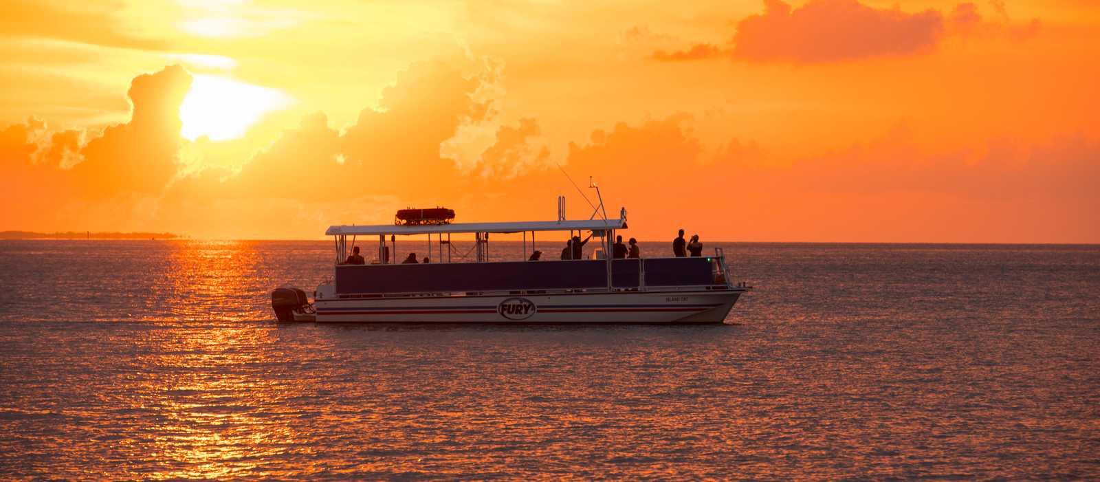 Mit dem Fury Katamaran beim Champagner Sunset Cruise den Sonnenuntergang genießen
