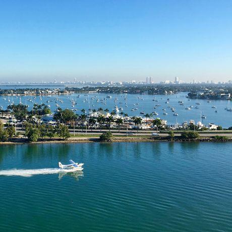 Die Hafenausfahrt von Miami am Tag