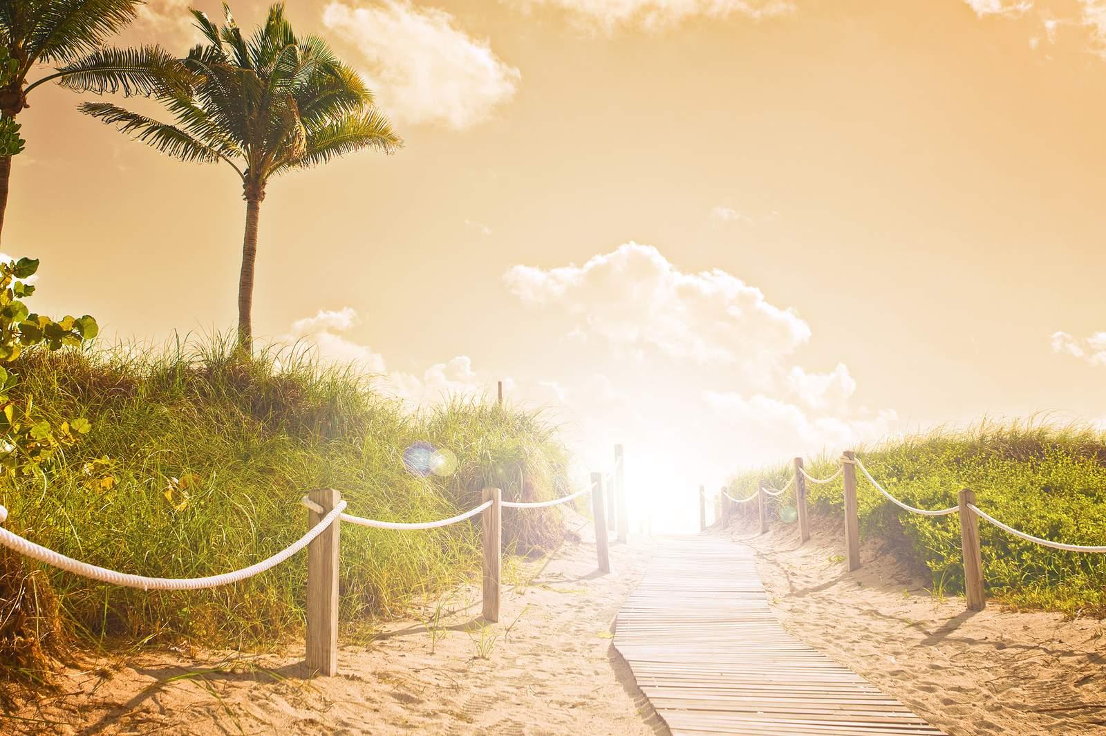 Weg zum Strand im Abendlicht, Miami Beach, Florida