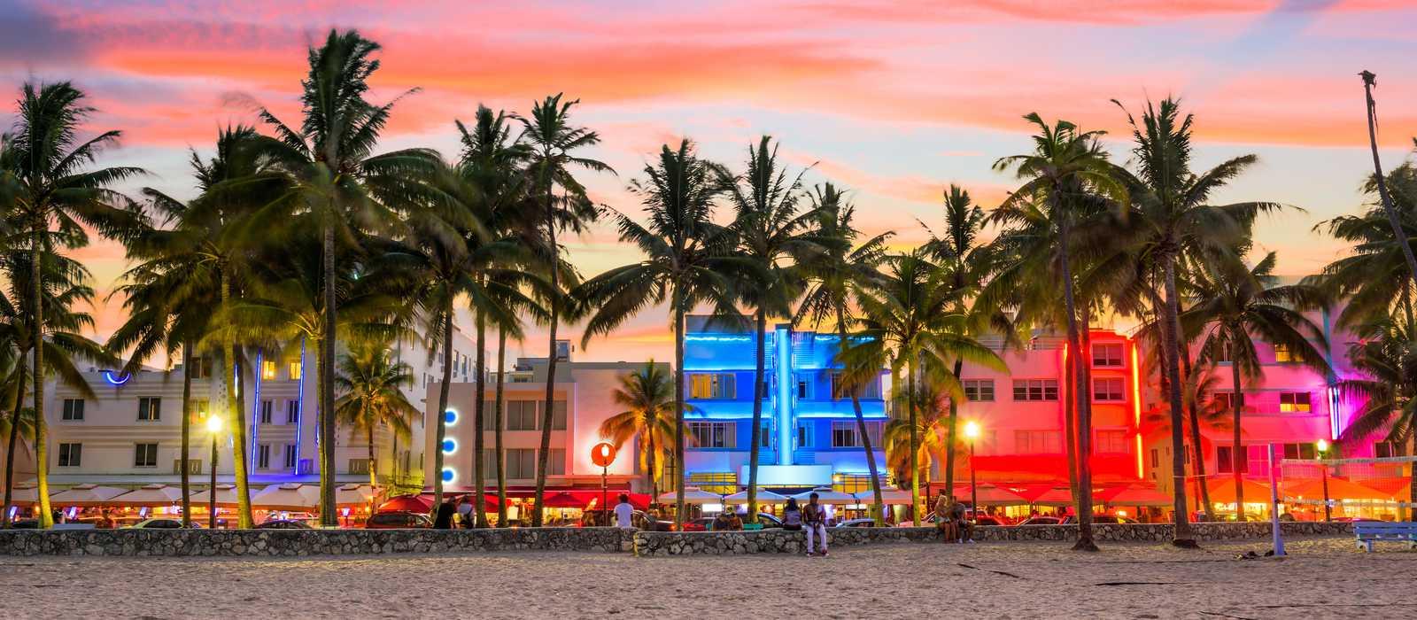 Ocean Drive in Miami Beach bei Sonnenuntergang