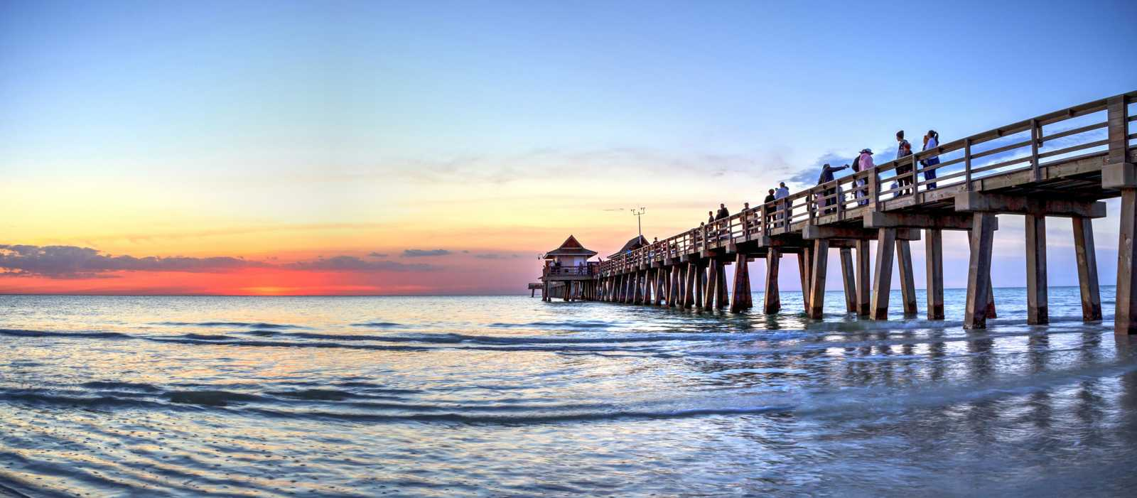 Sonnenuntergang am Pier in Naples, Florida