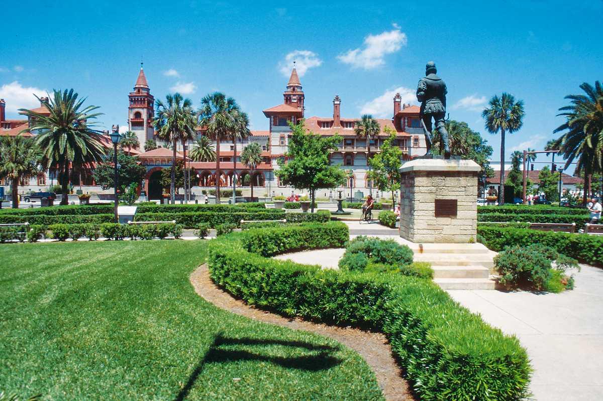 Die Menendez Statue nahe des Flagler Colleges in St. Augustine, Florida