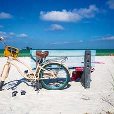 Ein Fahrrad auf dem Pass-a-Grille Beach in St. Pete