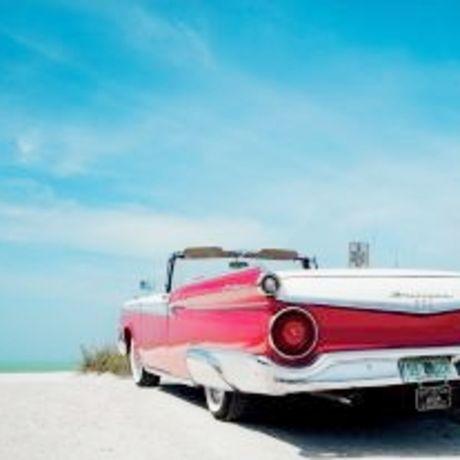 Cadillac am Strand von St. Petersburg-Clearwater