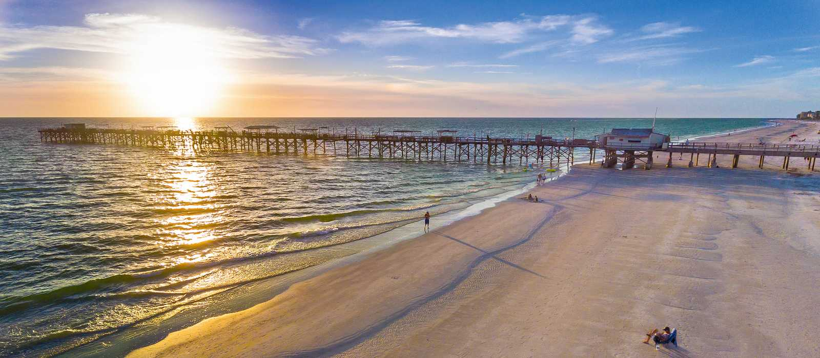Der Redington Long Pier in Florida bei Sonnenuntergang