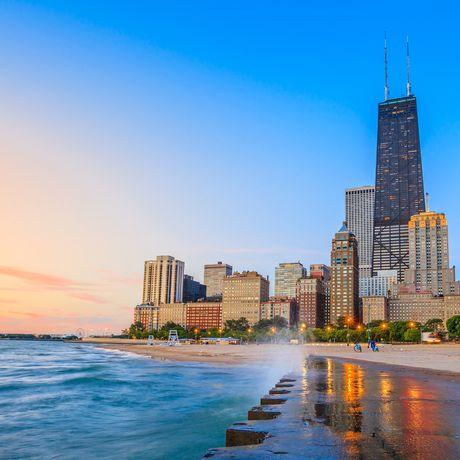 Chicago Skyline am Strand, North Avenue Beach, Chicago, Illinois