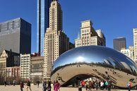 Cloud Gate Skulptur auf dem AT&T Platz in Chicago, Illinois, USA