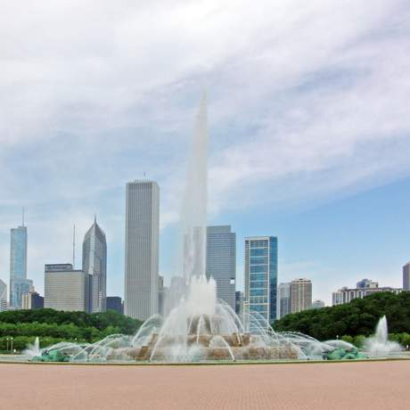 Buckingham Fountain vor der Skyline von Chicago