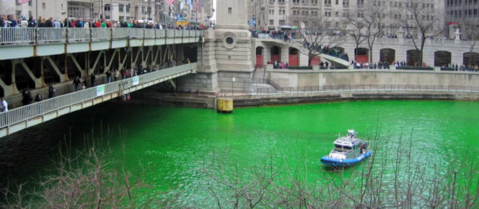 Der grün gefärbte Chicago River