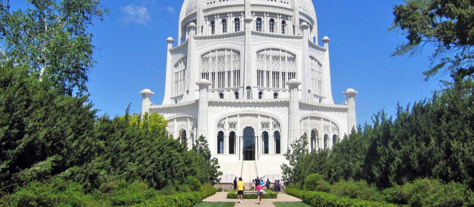Das Bahá'i House of Worship mit Parkanlage