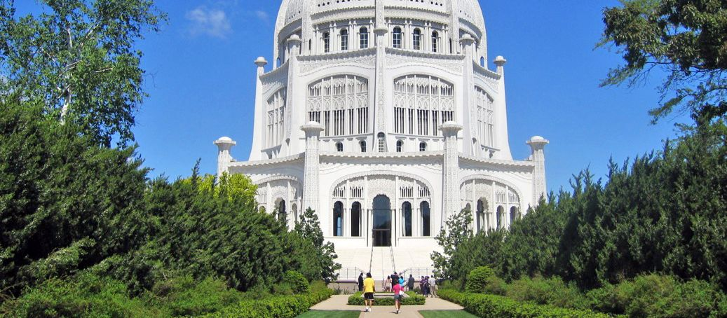 Das Bahá'i House of Worship mit Parkanlage