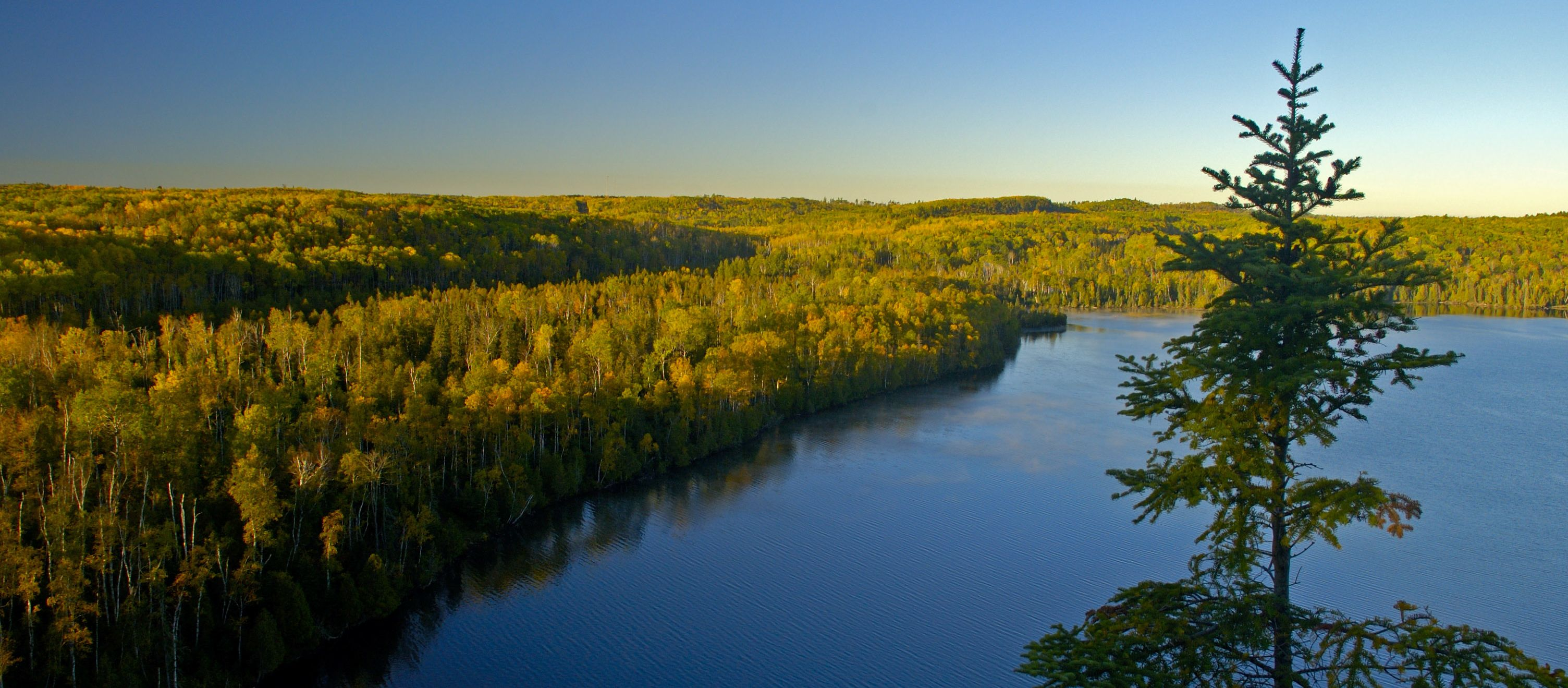 Minnesota an den Great Lakes: Hungry Jack Lake, Bluff Scenic Overlook